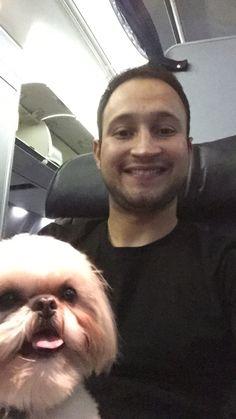 ¡Lolo es feliz en los aviones! Se despierta cuando viene el carrito con la comida :)
