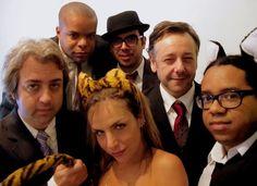 Banda interpreta músicas de Roberto Carlos, Erasmo Carlos, Simonal, Rosana, Wando, Titãs, Chico Buarque e Tim Maia.