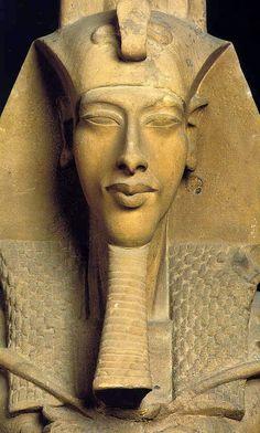 MUITO ALÉM DAS PALAVRAS E SENTIDOS: Akhenaton - O Faraó Iluminado
