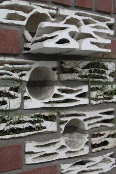 Ladrillos nido  Motivadas por la desaparición del gorrión común (Passer domesticus) en los Países Bajos, las diseñadoras Micaela Nardella y Tudose Oana han creado estos ladrillos que sirven de refugio a estos pájaros muy frecuentes en casi todo el mundo.