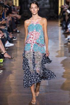 Stella McCartney Parigi - Spring Summer 2015 Ready-To-Wear - Shows - Vogue. Fashion Week Paris, Runway Fashion, High Fashion, Fashion Show, Fashion Design, Womens Fashion, Stella Mccartney, Dior Couture, Podium