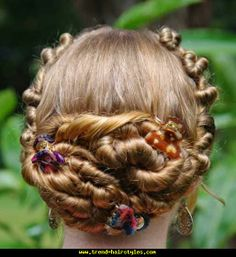 One-Strand Rosette Lace Updo - http://www.trend-hairstyles.com/hairstyles-for-long-hair/one-strand-rosette-lace-updo.html