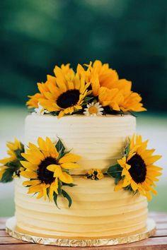 Sunflower wedding cake / http://www.himisspuff.com/country-sunflower-wedding-ideas/2/