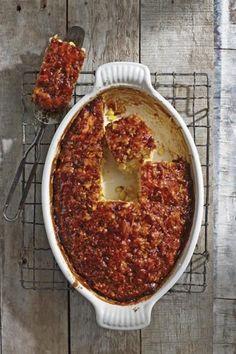 Mielie-Marmite-tert, 'n Ou gunsteling lyk soos 'n nuwe gereg met 'n skep mielies by. Savory Snacks, Savoury Dishes, Savoury Tarts, Braai Recipes, Cooking Recipes, Marmite Recipes, Kos, South African Recipes, Mexican Recipes