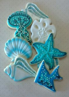 Sea Life Shell Jelly Fish Nautical Custom Decorated Cookies-- Would make pretty ceramic ornaments! Fish Cookies, Fancy Cookies, Iced Cookies, Cute Cookies, Cookies Et Biscuits, Cupcake Cookies, Cookie Frosting, Royal Icing Cookies, Summer Cookies