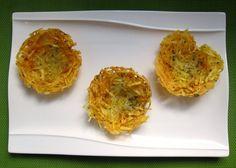 """Estos nidos de patatas fritas son muy fáciles de preparar y divertirán a los niños ysorprenderán a los no tan niños. En esta ocasión, nos sirven para presentar de una forma más divertida el tradicional plato combinado de """"huevo frito, con patatas, jamón y pimientos verdes"""". Normalmente se utiliza un molde especial de hacer …"""