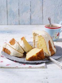 Mandeln oder Amaretto? Nichts dergleichen! Dieser Marzipan Kuchen besteht aus Marzipan und Eiern.
