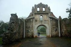 Entrance, ruins of the Church of Nuestra Señora de la Limpia Concepcion / Entrada a las ruinas de la Iglesia de Nuestra Señora de la Limpia Concepcion, Ujarrás  - COSTA RICA.