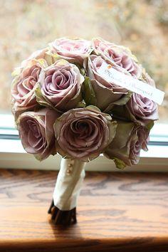 Amnesia Rose Bouquet. <3 <3 amnesia <3<3. Cross between a green & lavender rose ! such a unique color !