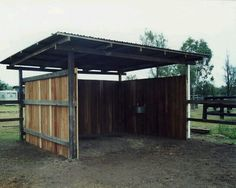 Wash room/lean for boarding horses in pasture