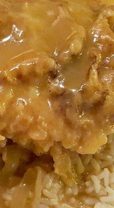 Smothered Pork Chops use arrowroot instead of flour, add mushrooms serve over cauliflower mash Smothered Pork Chops Recipe, Pork Chops And Rice, Pork Chops And Gravy, Fried Pork Chops, Pork Steaks, Smothered Chicken, Pork Loin, Pork Roast, Pork Chop Recipes