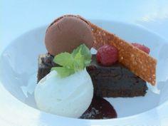 Barra de chocolate, sorbet de chocolate blanco, frambuesas y menta