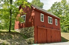 Whether you need storage space or are looking for custom living quarters, we can build you a garage or barn home to fit your needs. Carriage House Garage, Barn Garage, Small Barns, Old Barns, Garage Design, House Design, King Construction, Pole Barn Designs, Barn Builders