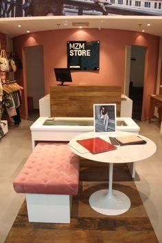 Loja Artmanha Feminina   Galeria da Arquitetura Boutique Interior, Boutique Decor, Shop Interior Design, Lingerie Store Design, Jewelry Store Design, Store Interiors, Rainbow Store, Home Deco, Closet
