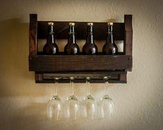 He encontrado este interesante anuncio de Etsy en https://www.etsy.com/es/listing/198066023/rustic-wine-rack-wall-mounted-pallet