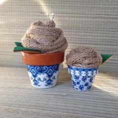A Single Faux Rose In Traditional Blue And White Pee Pots Wedding Décor Pincushions Awesome Accent