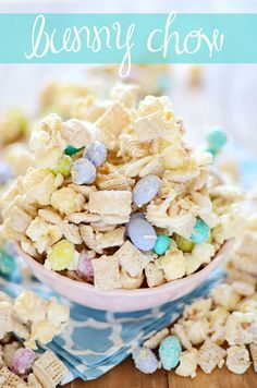 Chow White chocolate coated kettle corn, chex, and M&M Easter eggs {aka Bunny Chow}!White chocolate coated kettle corn, chex, and M&M Easter eggs {aka Bunny Chow}! Mini Egg Recipes, Easter Recipes, Holiday Recipes, Snack Recipes, Dessert Recipes, Easter Desserts, Holiday Treats, Easter Appetizers, Popcorn Recipes