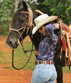 - 😍🐴😍Go out there and make a difference in. Foto Cowgirl, Estilo Cowgirl, Sexy Cowgirl, Cowboy And Cowgirl, Cowgirl Style, Hot Country Girls, Country Girl Style, Country Women, Southern Girls