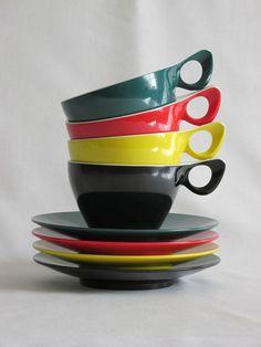 Retro 1950s/1960s Melaware Melamine Set of Four Coloured Tea Cups and Saucers