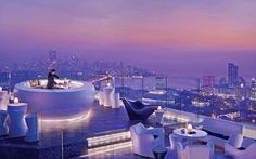 Бар на 34-м этаже отеля Four Seasons в Мумбае