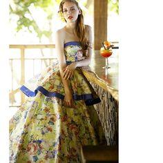 インパクト抜群のTHELOVEL(@the_lovel_costume)フラワープリントドレス。  グラフィカルなプリントに、ビビットなブルーのパイピングで遊び心をミックスした洗練されたデザイン。  着ているだけでワクワクするような大胆なプリントドレスはカラードレスの中でも見逃せない。  Dress:LUS3037 #thelovel #fivestarwedding #wedding  #weddingdress #bridal #プレ花嫁 #プレ花嫁卒業 #花嫁 #結婚式準備 #プレ花婿 #結婚式 #ノートルダム #ファイブスターウェディング #ウェディング#instawedding #instabride #weddingday #ブライダル #marry #2016春婚 #ウエディングドレス #カラードレス#ドレス試着 #2016wedding #2016夏婚 #2016秋婚 #卒花嫁 #weddingtbt#bridetobe #日本中のプレ花嫁さんと繋がりたい