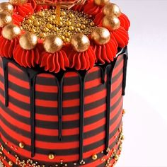 cake decorating videos Gold, Black and Red Striped Cake Tutorial Credit: Rosie's Dessert Spot Red Birthday Cakes, Novelty Birthday Cakes, Cake Decorating Videos, Cake Decorating Techniques, Cupcakes, Cupcake Cakes, Beautiful Cakes, Amazing Cakes, Black And Gold Cake