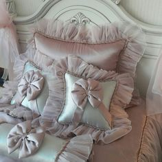 Sewing Pillows, Diy Pillows, Decorative Pillows, Ruffle Bedding, Bedding Sets, Window Curtain Designs, Bed Nook, Knot Pillow, Diy Cushion