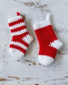 25 Crochet Christmas Patterns to Try - A More Crafty Life Crochet Stocking, Crochet Santa, Holiday Crochet, Easy Crochet, Mini Christmas Stockings, Mini Stockings, Christmas Stocking Pattern, Christmas Patterns, Stocking Ornaments