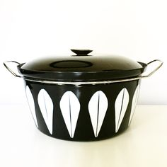 Classic lotus Catherineholm cookware in black and white- an absolute beauty Discover more fantastic vintage finds at whattheseoldthings.com and whattheseoldthings.etsy.com! #vintage #vintagestyle #vintagehomedecor #vintagedecor #homedecorinspo #designinspo #catherineholm #vintagekitchen #retrokitchen #blackandwhite