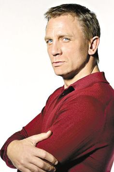 Daniel Craig and his blue eyes<3