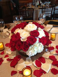 60 ideas wedding decoracion red and white center pieces for 2019 White Hydrangea Centerpieces, Red Centerpieces, White Centerpiece, Wedding Set Up, Red Wedding, Floral Wedding, Red Centre, Wedding Party Shirts, Wedding Decorations