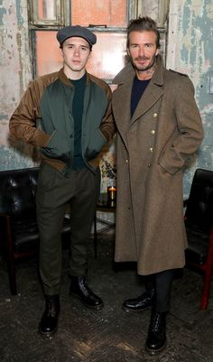 David Beckham stepped out with wife Victoria and son Brooklyn for the launch of the Kent & Curwen collection during Men's London Fashion Week on Sunday. Estilo David Beckham, David Beckham Style, Mode Masculine, London Fashion Week Mens, Mens Fashion, Cheap Fashion, Fashion Boots, Brooklyn Beckham, Best Dressed Man