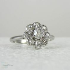 Antique Engagement Ring, Old Mine Cut Diamonds in Platinum. Daisy Flower Shape Antique Diamond Ring. Late Victorian to Edwardian.