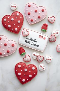 70 Valentines Day Cookies that'll make you the Star of the Show - Ethinify Source by qbgelatoinc Valentines Baking, Valentine Desserts, Valentines Day Cookies, Valentine Treats, Valentine's Day Sugar Cookies, Iced Cookies, Cute Cookies, Royal Icing Cookies, Black And White Cookies
