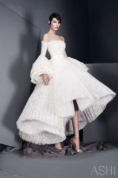When it comes to couture bridal gowns, Ashi Studio never fails to take my breath away. His gowns are nothing less than wearable works of art. It& no wonder they& coveted by those who grace the Red Carpet. Style Haute Couture, Couture Fashion, Runway Fashion, Haute Couture Gowns, Couture Bridal, Spring Couture, Paris Fashion, Live Fashion, Fashion Show
