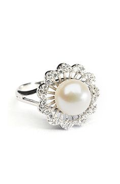 I'd love a real pearl ring! Cute Jewelry, Jewelry Box, Jewelry Rings, Jewelery, Jewelry Accessories, Pearl Ring, Pearl Jewelry, Antique Jewelry, Diamond Are A Girls Best Friend