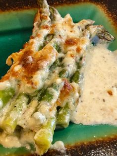 Cheesy Baked Asparagus Is The Side That Becomes Your Main - Keto Cheese Asparagus Bake – For the ultimate veggie side, check out this easy recipe for the best - Side Dish Recipes, Low Carb Recipes, Baking Recipes, Healthy Recipes, Esparagus Recipes, Healthy Asparagus Recipes, Food52 Recipes, Easter Recipes, Side Dishes