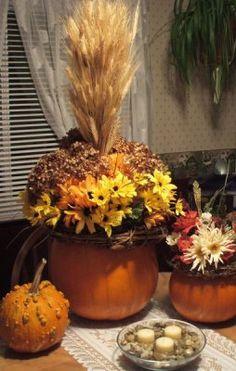 Claralesfleurs - Déco de table réalisée moi-même avec de vraies citrouilles et des fleurs de soie et des fleurs naturelles séchées.