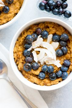 This Pumpkin Spice Coconut Breakfast Porridge meets all the requirements of the AIP diet but is so delicious you wont feel like youre missing out on anything! Fast Food Breakfast, Vegetarian Breakfast, Healthy Breakfast Recipes, Breakfast Ideas, Breakfast Bowls, Tortellini, Pancakes Protein, Crockpot, Breakfast Porridge