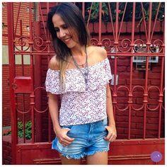 Short jeans cintura alta e blusinha de estampa de corações, look leve e atual! #Vemprazas