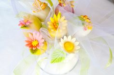 How to make spring cake pops for Mother's Day.