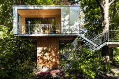 Modern Urban Tree House for Luxury Camping in Berlin, Germany Recharge your batteries, and feel insp Luxury Tree Houses, Cool Tree Houses, Home Design, Minecraft Tree, Modern Tree House, German Architecture, City Architecture, Tree House Designs, House Viewing