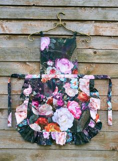 Dark Floral Ladies' Apron Floral Apron for Women Festive Sewing Crafts, Sewing Projects, Linen Apron, Apron Diy, Childrens Aprons, Cute Aprons, Night Garden, Sewing Aprons, Apron Designs