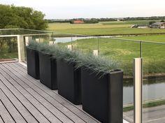 Wat een zicht 😍 Outdoor Furniture, Outdoor Decor, Outdoor Storage, Flower Pots, Plants, Design, Home Decor, Flower Vases, Plant Pots