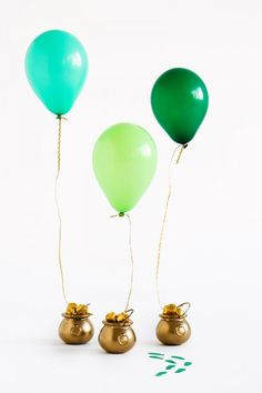 DIY Pot of Gold Balloon Surprises for St. Patrick's Day | studiodiy.com