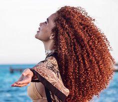 Coloration cheveux afro crépus bouclés naturels