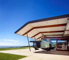 Stunning House in South Australia. This contemporary house is located on an exposed ocean front hill and has vast views of Injidup Beach. Modern Minimalist House, Modern House Design, Loft, Level Homes, Roof Design, Residential Architecture, House Architecture, Amazing Architecture, Landscape Architecture