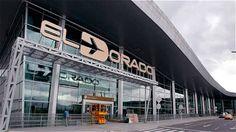 Aeropuertos De Colombia  Colombia en los últimos años se ha modernizado en los principales aeropuertos del país, vamos hacer un recorrido nacional trayendo a este blog los principales de nuestro territorio nacional. Colombia cuenta con catorce aeropuertos internacionales, ubicados en Bogotá, Barra...  https://www.fincasdeturismo.com/aeropuertos-de-colombia/?utm_campaign=crowdfire&utm_content=crowdfire&utm_medium=social&utm_source=pinterest #PaquetesTuristicos, #AlquilerDeFincasEnMelgar…