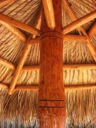 Kahuna Tiki Huts Built A Single Pole Hut For Client In Ft Lauderdale Last Year Table Was Around The