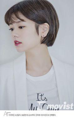 ★Jung So-Min★ [B컷열전] '아빠는 딸' 정소민 - 어떤 포즈도 잘 어울리는 Jung So Min, Medium Short Hair, Short Hair Cuts, Medium Hair Styles, Pixie Hairstyles, Short Hairstyles For Women, Pixie Cut Color, Korean Short Hair, Mullet Hairstyle